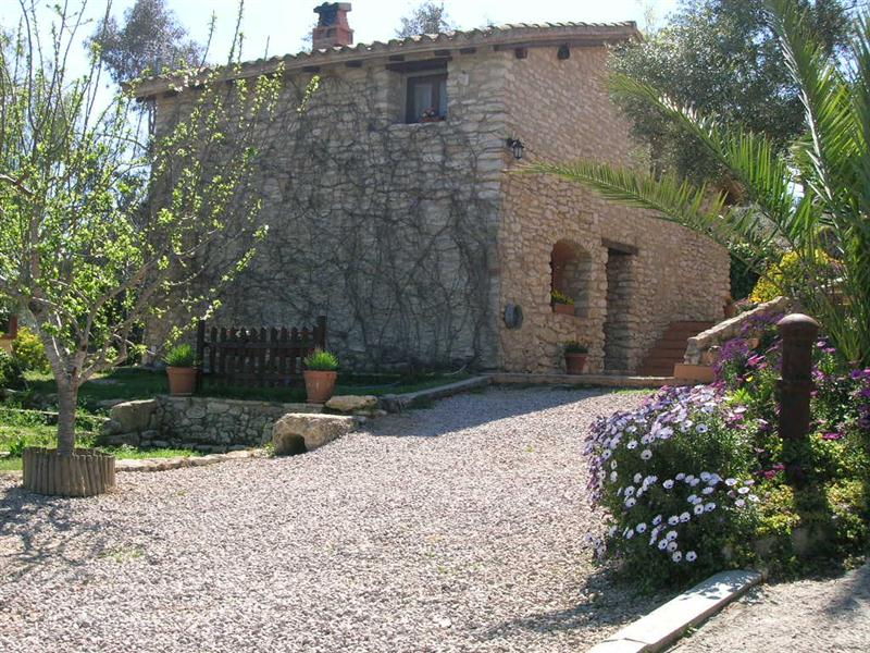 Apartamentos rurales tarragona ni os piscina animales for Casa rural tarragona